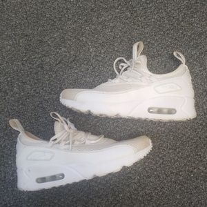 Nike Shoes - Nike air max size 7
